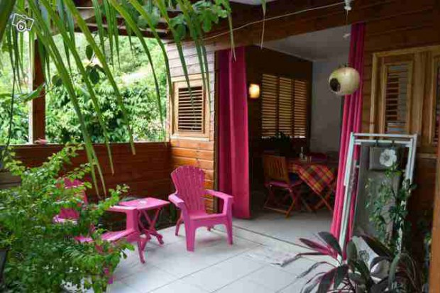 Appartement g te acacia deshaies guadeloupe bord de mer for Agencement cuisine guadeloupe