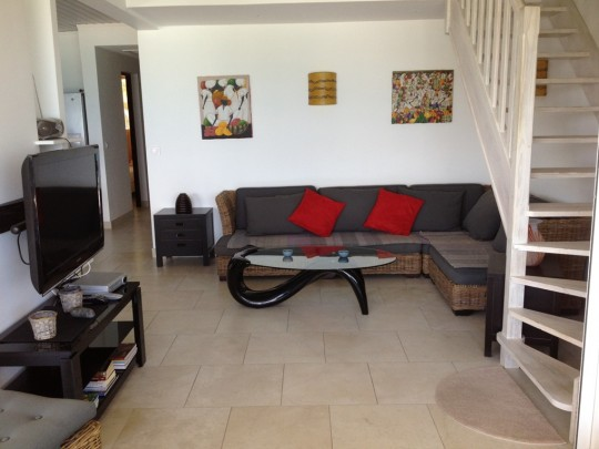 Appartement duplex plage orient bay orient baie saint for Photo salon dappartement