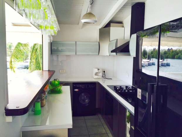 Appartement standing f2 f4 en duplex gosier guadeloupe for Cuisine ouverte guadeloupe