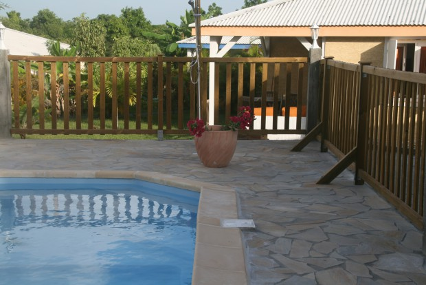 piscine commune aux 4 bungalows