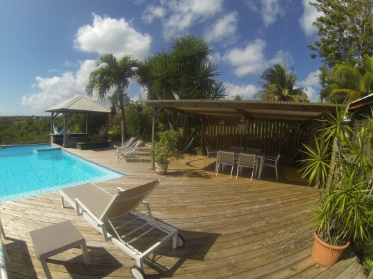 Bungalow location vacances sainte anne guadeloupe for Piscine miroir guadeloupe