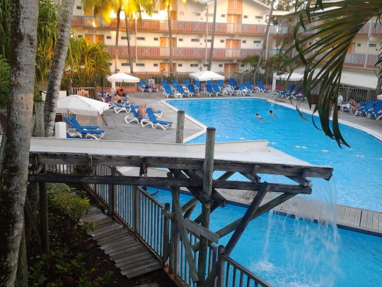 H tel 78 carayou trois lets martinique bord de mer for Hotels martinique