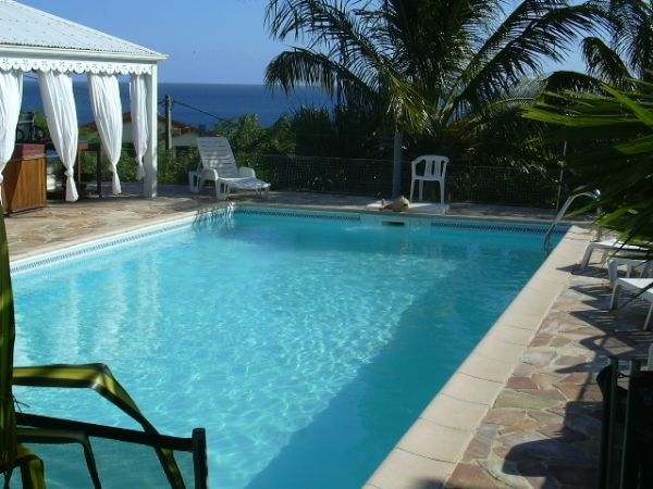 Villa villa bleucaraibes anses d 39 arlet martinique bord de mer for Piscine martinique