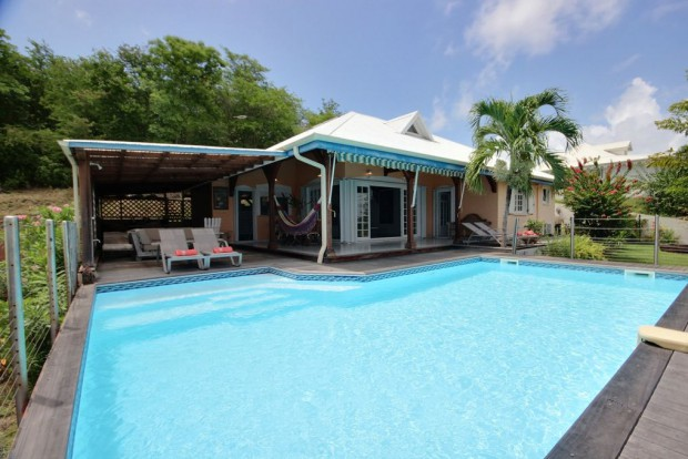 Villa cocoa surf tartane martinique bord de mer for 972 martinique location maison