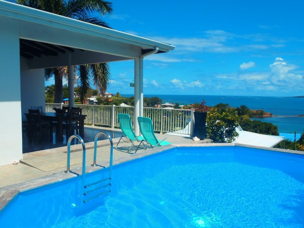 Villa villa blue sweet home robert martinique bord de mer for Villa piscine martinique