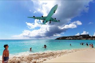 Photo : Atterrissage � Maho Beach.