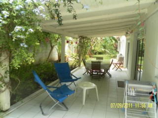 Location Appartement Guadeloupe - La terrasse couverte coin barbecue