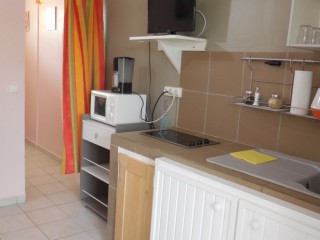 Location vacances Appartement Petit-Bourg: kitchenette ...<br />