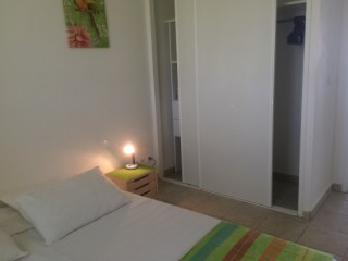 Location Appartement Guadeloupe - Chambre climatisée  espace dressing