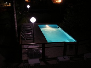 Location vacances Villa Saint-François: Piscine by night ...<br />