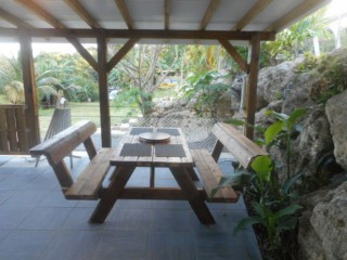 Location Appartement Guadeloupe - La table dans la terrasse