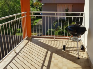 Location vacances Appartement Sainte-Luce: barbecue terrassse ...<br />