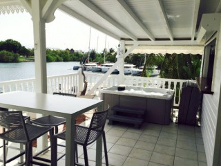 Location Appartement standing Guadeloupe - (F4) Terrasse avec jacuzzi