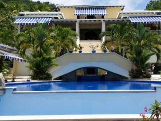 Location Appartement standing Martinique : vue mer, piscine, clim, internet