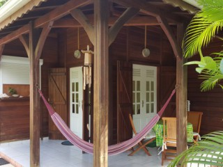 Location vacances Bungalow Gosier: Terrasse d'un bungalow ...<br />