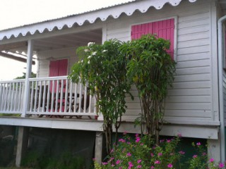 Location vacances Bungalow Sainte-Anne: Bungalow Hibiscus 49 M2 ...<br />