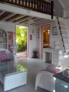 Location vacances Bungalow Sainte-Anne: Le salon 4,50X4,50m et mezzanine de 4,50mX2,25m ...<br />