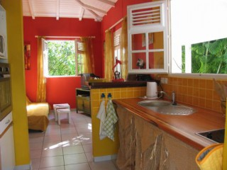 Location Bungalow Guadeloupe - cuisine & salon