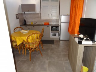 Location vacances Appartement Anse-Bertrand: COIN CUISNE ...<br />