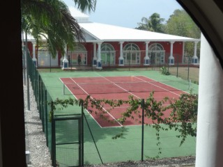 Location Studio Guadeloupe - terrain de tennis