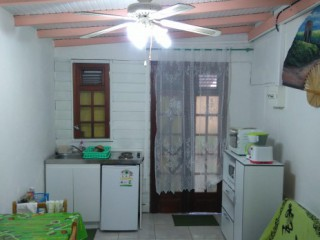 Location Studio Guadeloupe - vue de la kitchennette