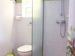 Location vacances Studio Sainte-Anne: toilette ...<br />