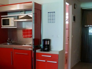 Location Studio Martinique - Kitchenette rouge