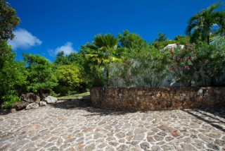 Location Villa prestige Saint-Barth - Vaste parking dans un grand jardin