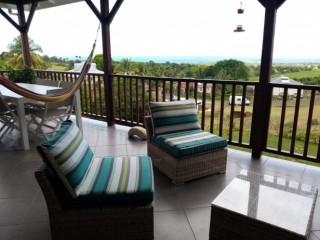Location vacances Villa Sainte-Rose: Salon terrasse ...<br />
