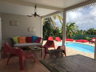 Location vacances Villa Sainte-Luce: terrasse salon ...<br />