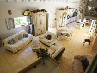 Location vacances Villa prestige Sainte-Rose: le salon ...<br />